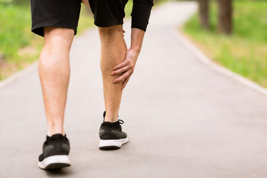 calf-sport-muscle-injury-runner-with-muscle-pain-i-WQGGTU26