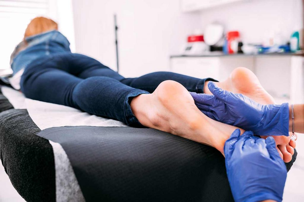 peeling-feet-pedicure-procedure-at-cosmetic-salon-C74GCBS