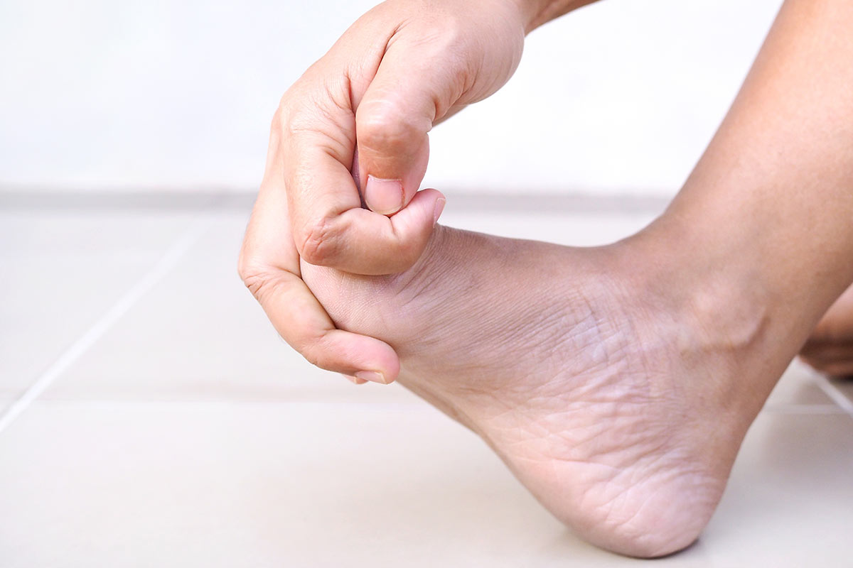 symptom-foot-pain-and-numbness-in-feet-of-adult-wo-LTPYQ8C
